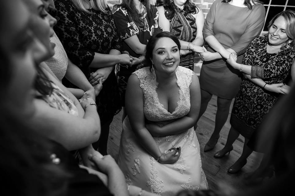 Chi Omega sisters singing shades at a wedding