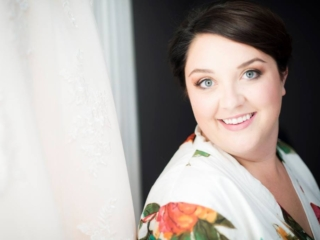 Gorgeous Raleigh bride getting ready