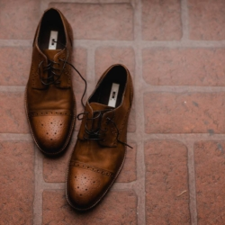 Groom's brown wedding shoes
