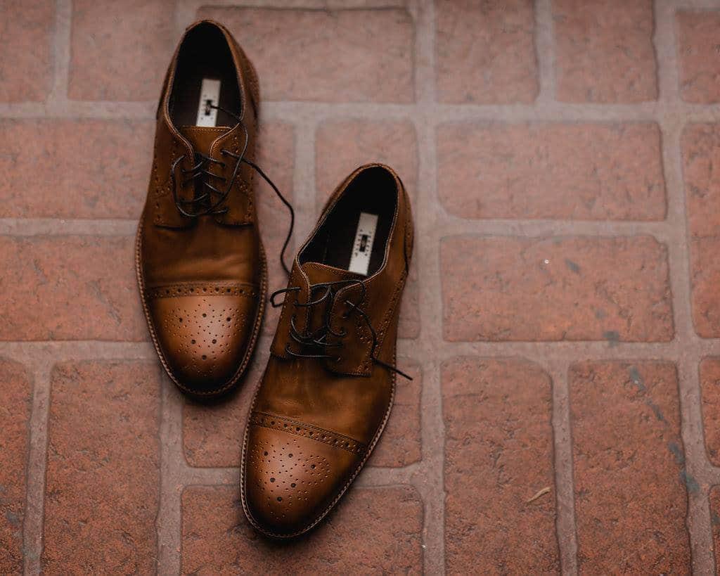 Groom's brown wedding shoes