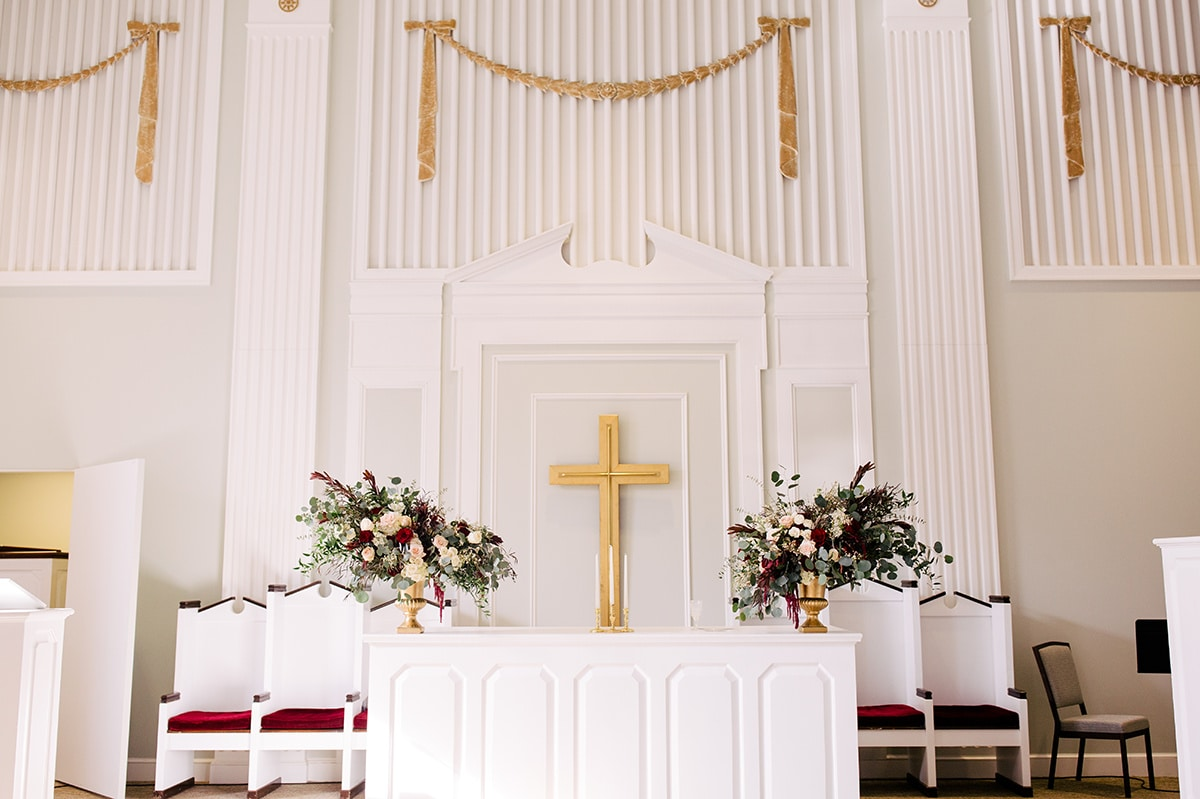 Ceremony details at Queen's University Belk Chapel with amazing floral arrangements by Jimmy Blooms