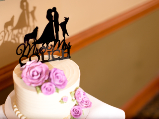 mr and mrs cake topper with dogs