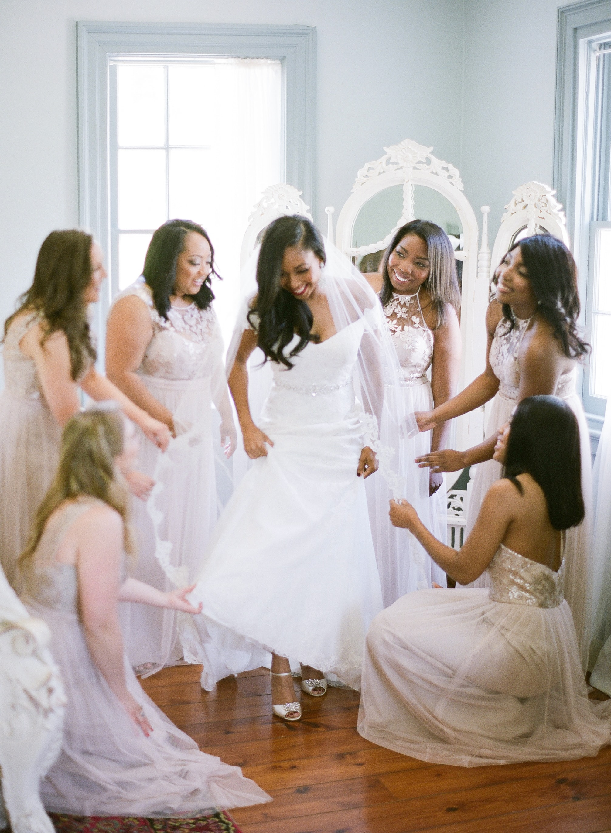Bride prepares for wedding day with bridesmaids for a wedding at Vesuvius Vineyards
