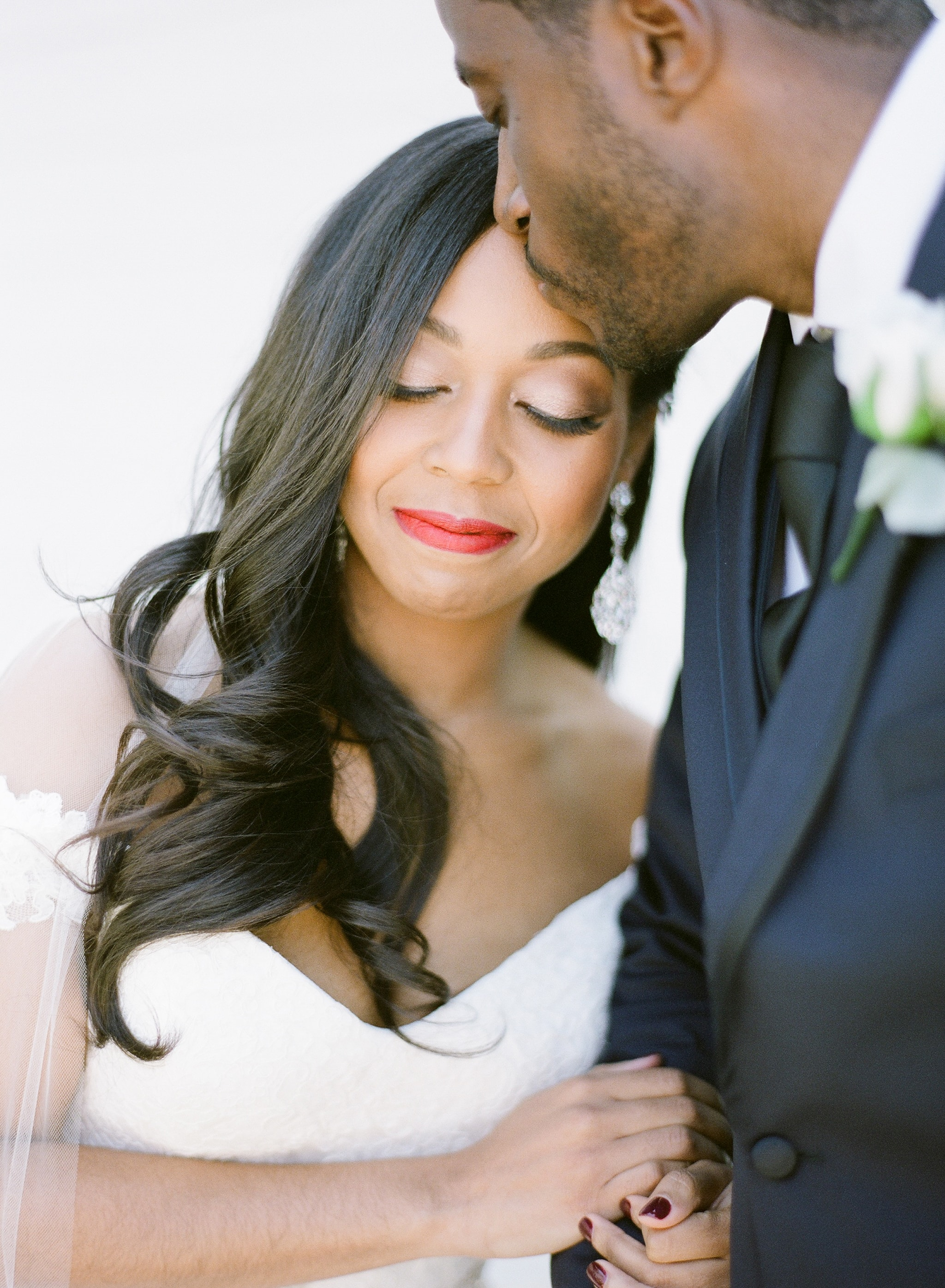 Detail shot of bride and groom during their wedding at Vesuvius Vineyards captured by Almond Leaf Studios