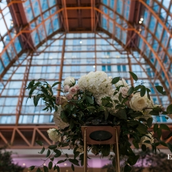 Erin Kranz Photography captures the details of a stunning centerpiece created by Springvine Design and the amazing architecture of Founders Hall