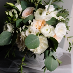 Stunning florals by Lily Greenthumbs features lush greens and white flowers