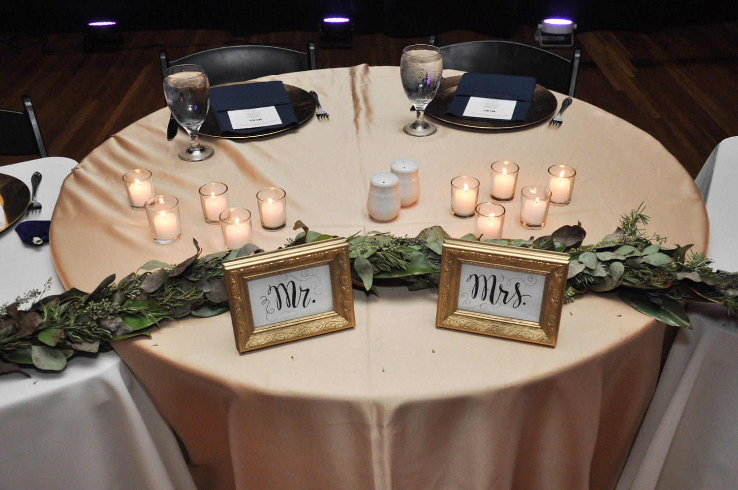Mr. and Mrs. signs on the sweetheart table.