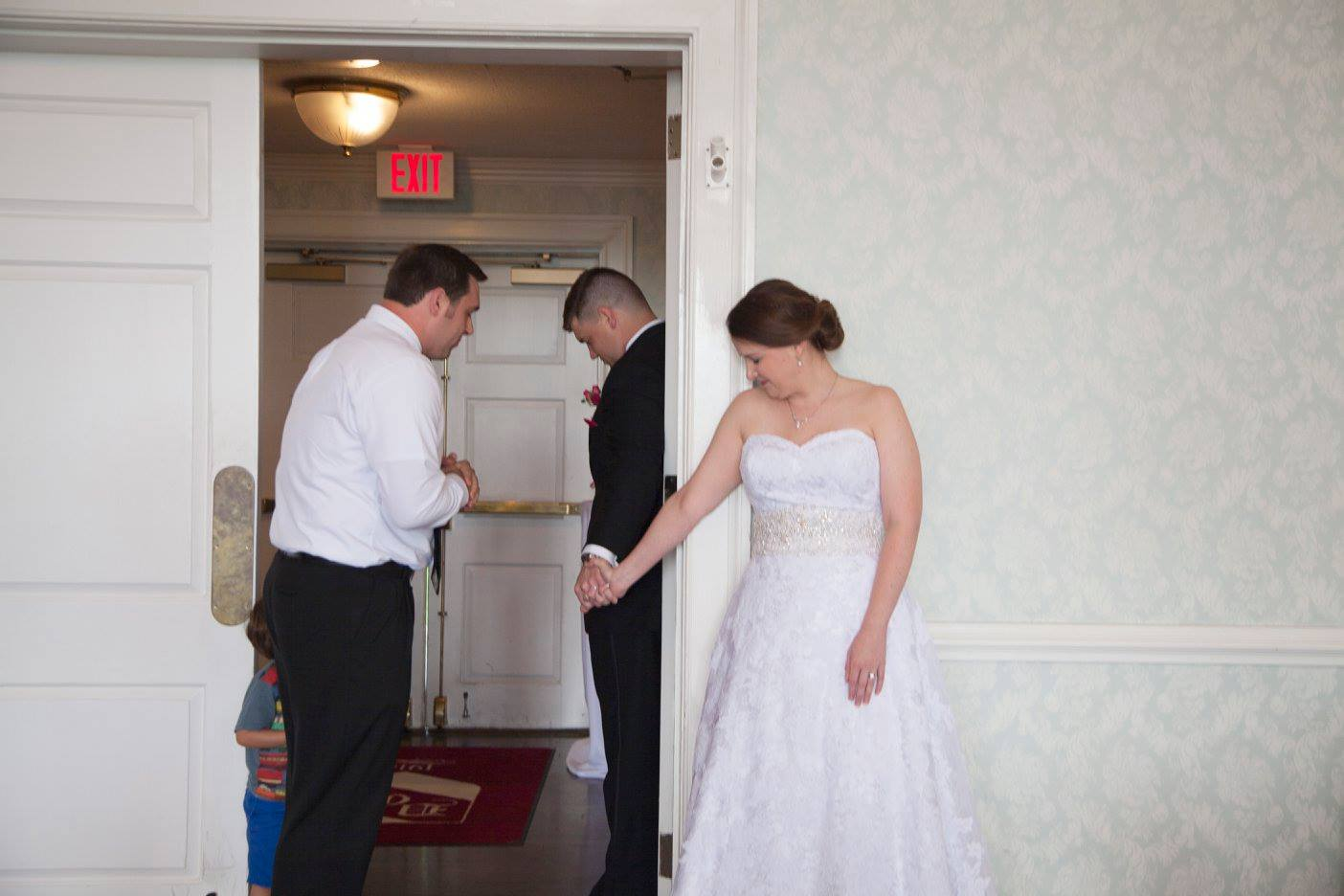 praying together before the wedding