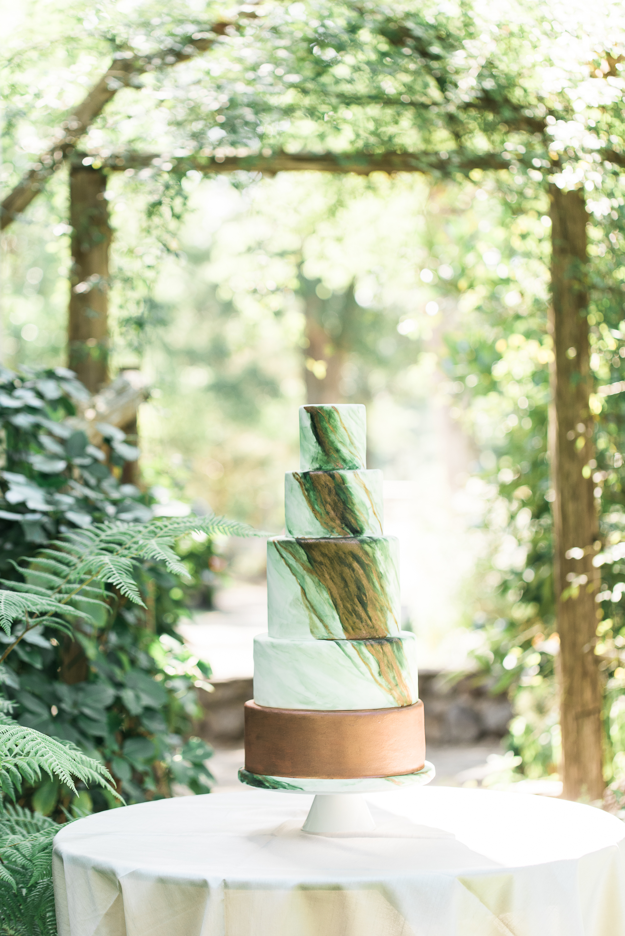 Gorgeous green wedding cake.