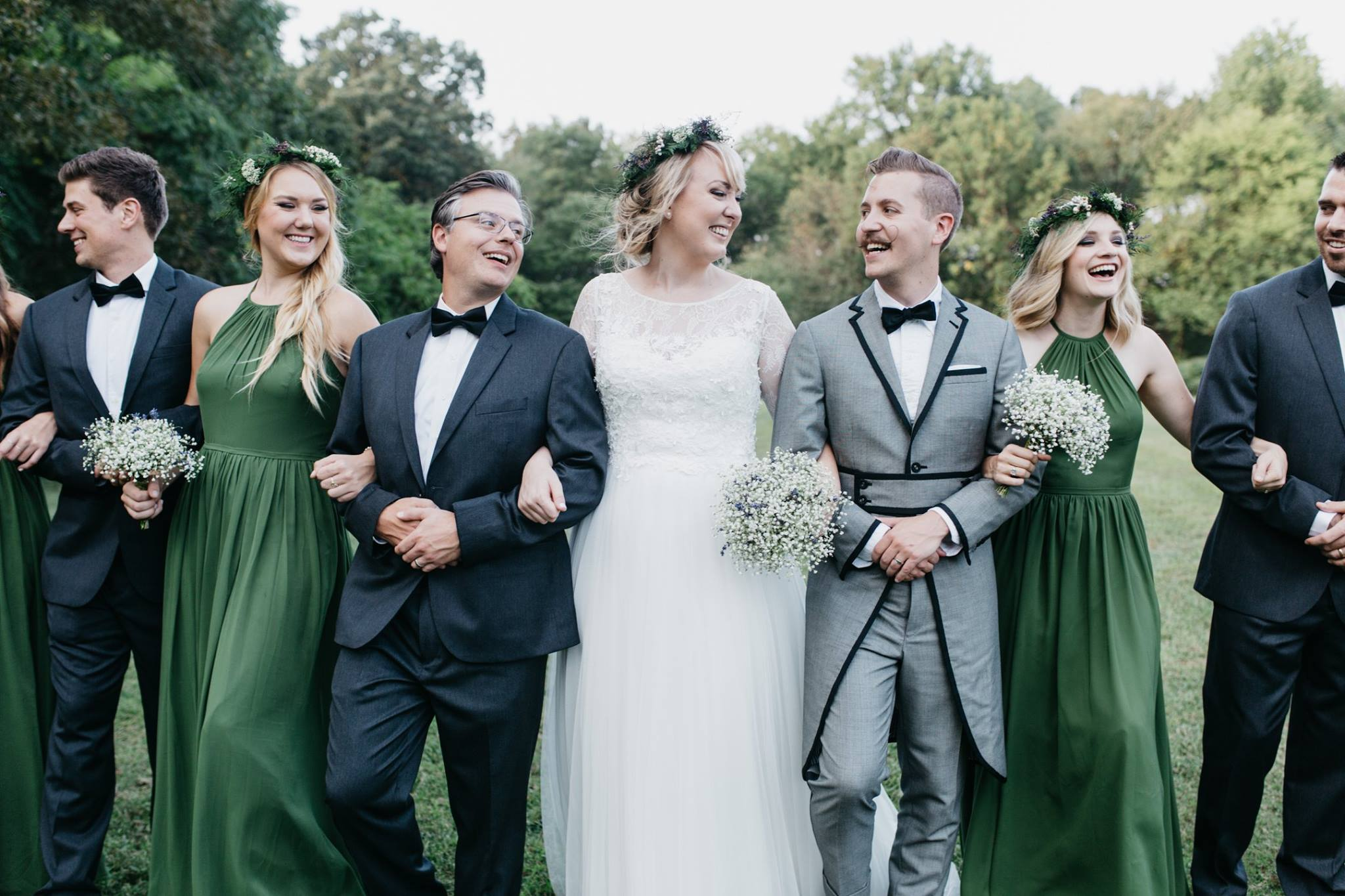 wedding party with green bridesmaid dresses and baby's breath bouquets