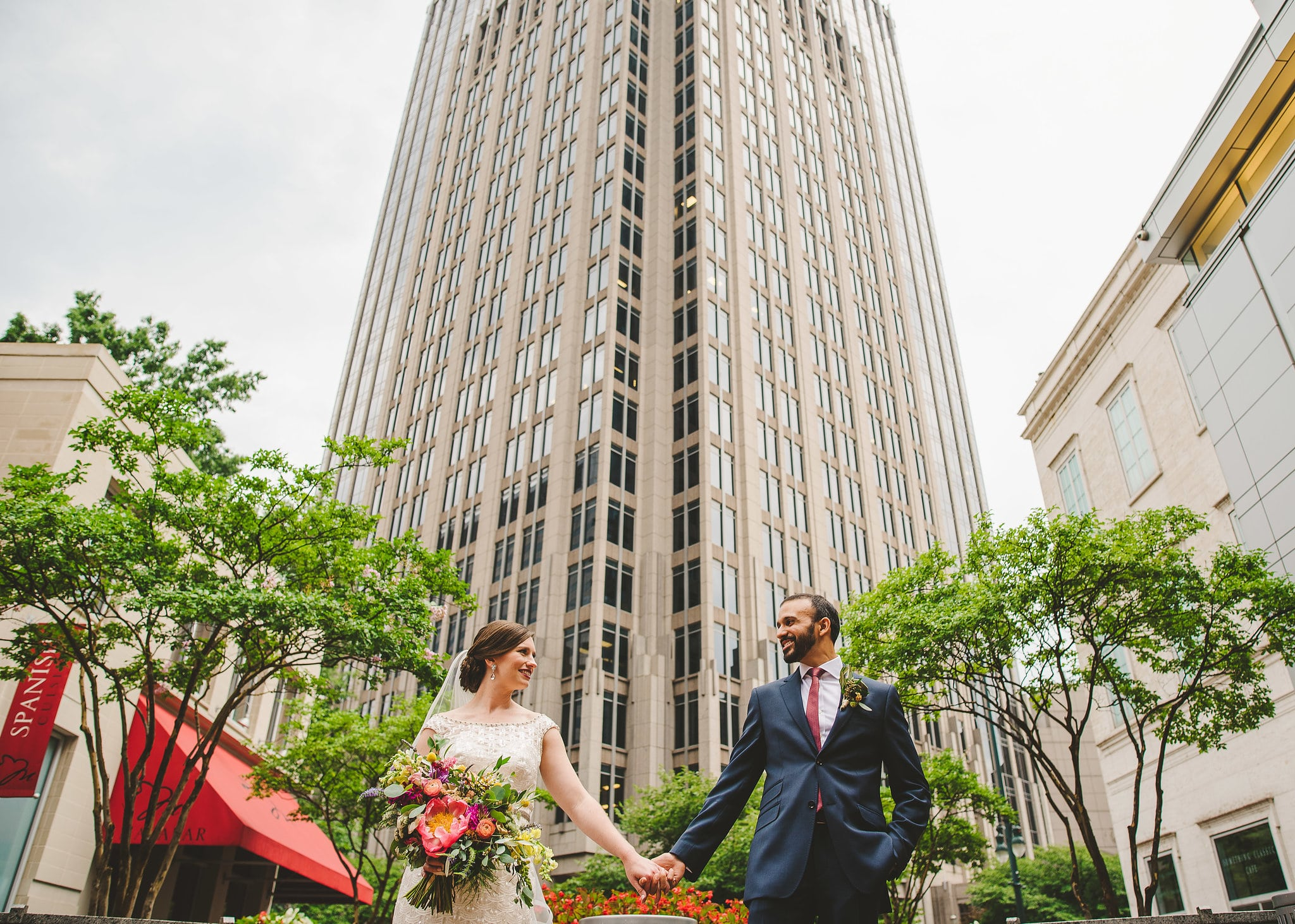 Bride and groom photos in uptown charlotte